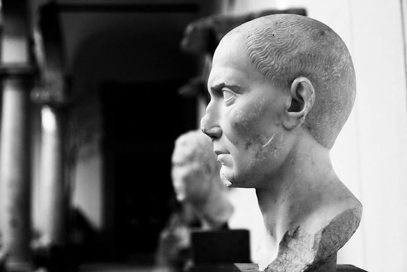 Iolanda Carollo, ritratti, statue, Salinas